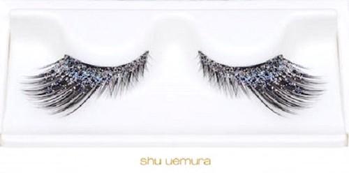 Shu Uemura e le sue ciglia con diamanti da 10 mila dollari